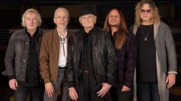 YES (L-R) Geoff Downes, Steve Howe, Alan White, Jon Davison, Billy Sherwood_Photo Credit Gottlieb Bros